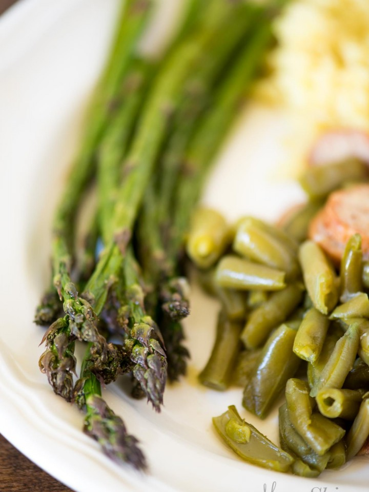 A plate with air fried asparagus, green beans, and cauliflower.