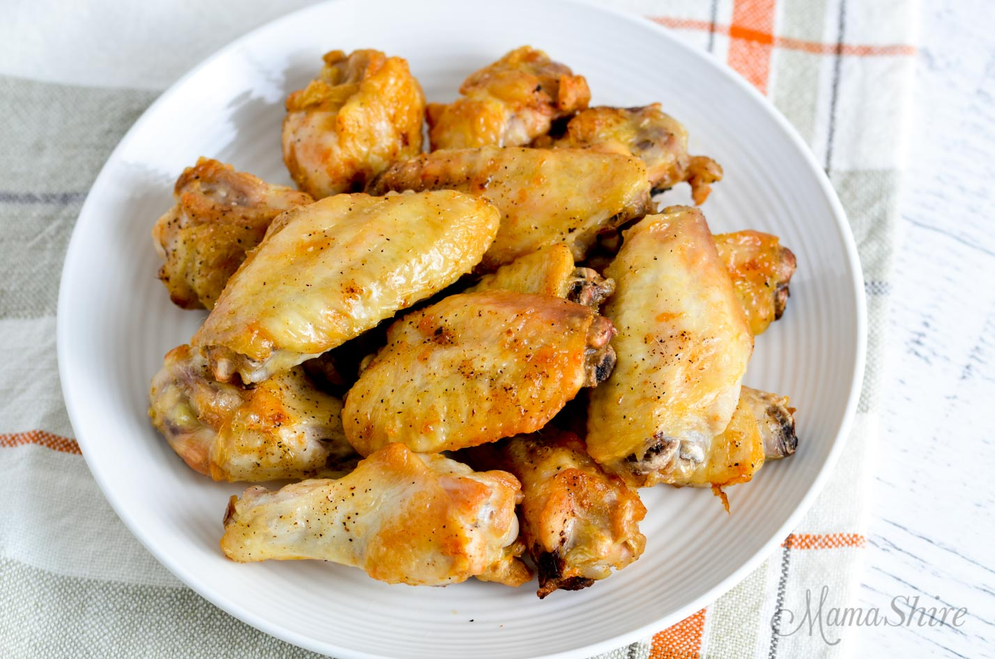 A plate of air fryer chicken wings.