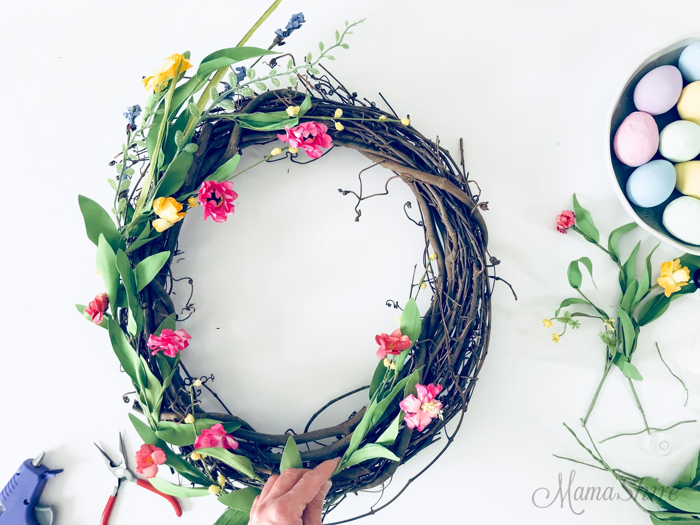 Assembling the wreath with flowers.