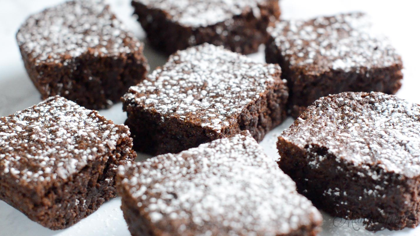 Powdered sugar sprinkled over brownies