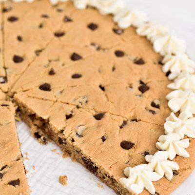 Gluten-Free Cookie Cake (Chocolate Chip)