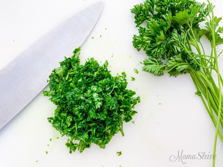 Fresh parsley and chopped parsley.