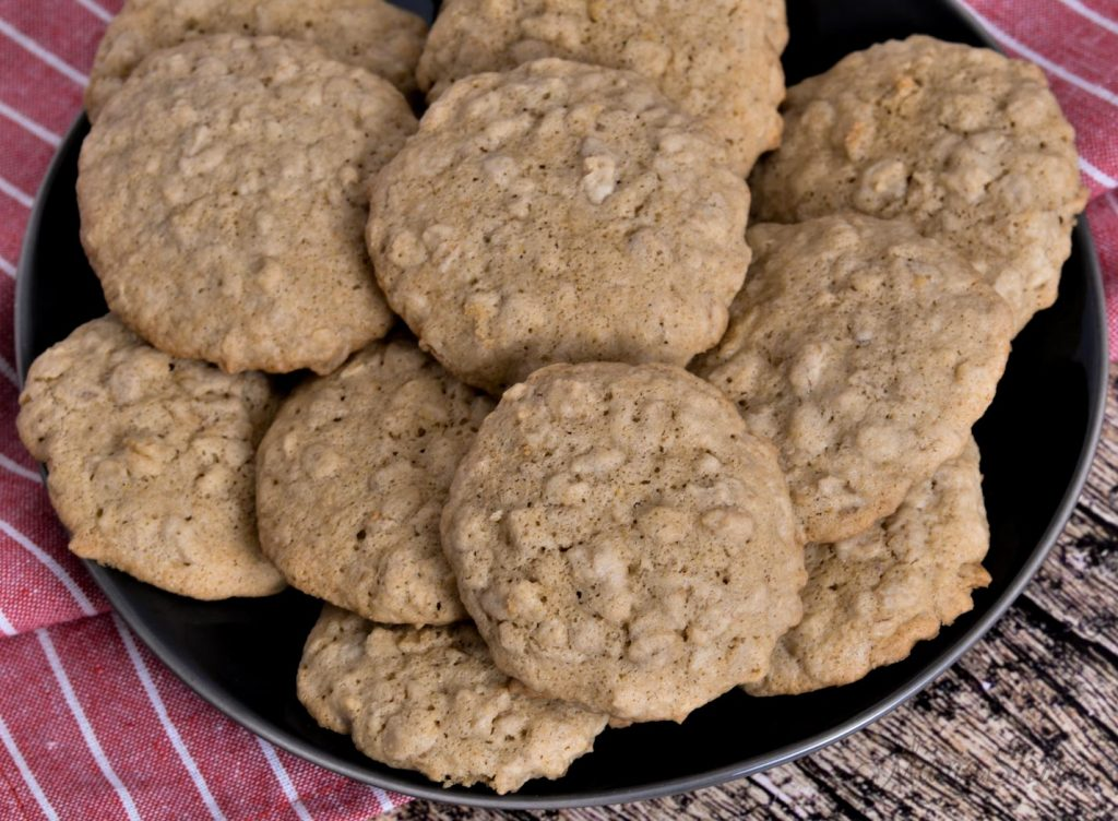 A plate of yummy oatmeal cookies.