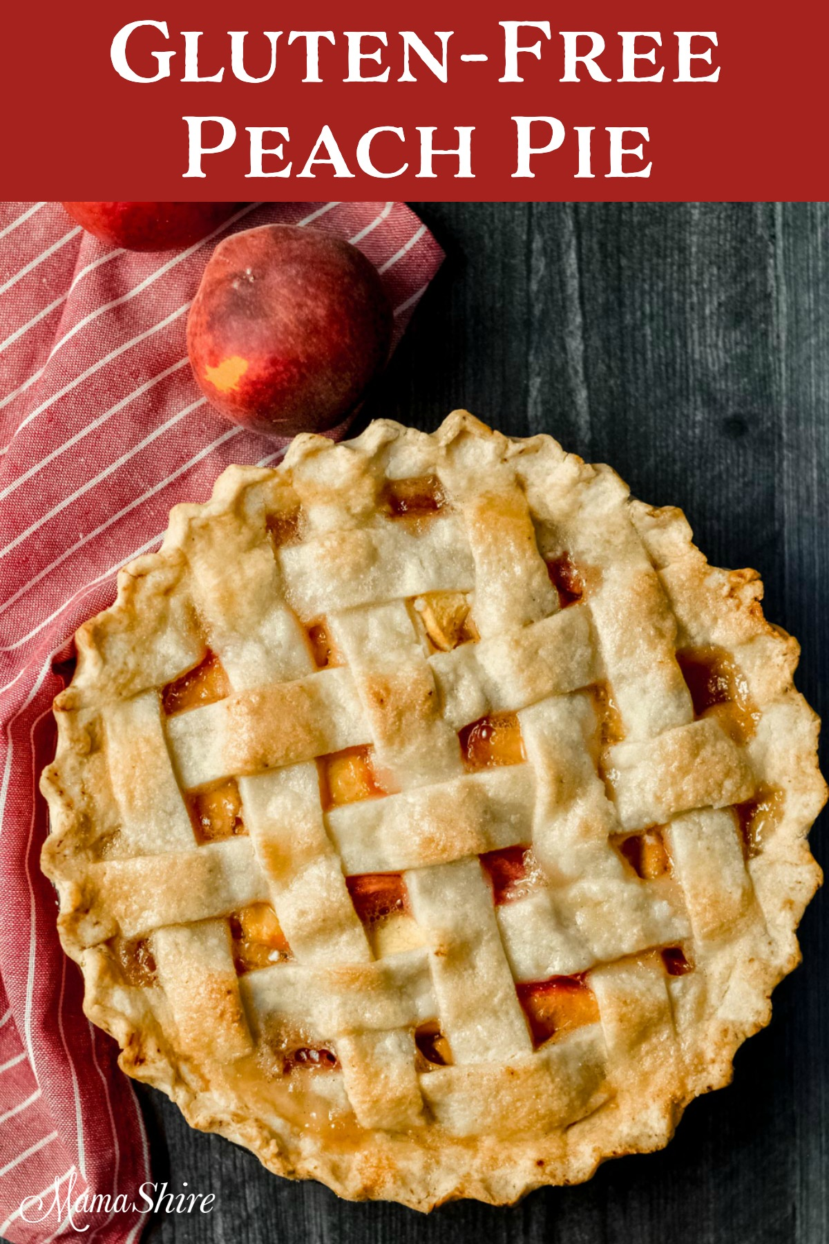 A whole gluten-free peach pie with a couple of fresh peaches.