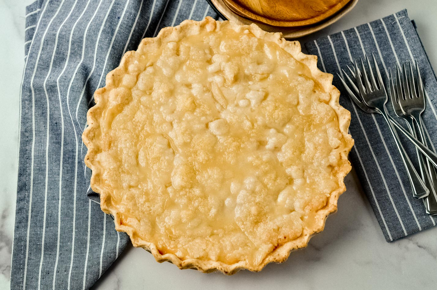 A whole pear pie.