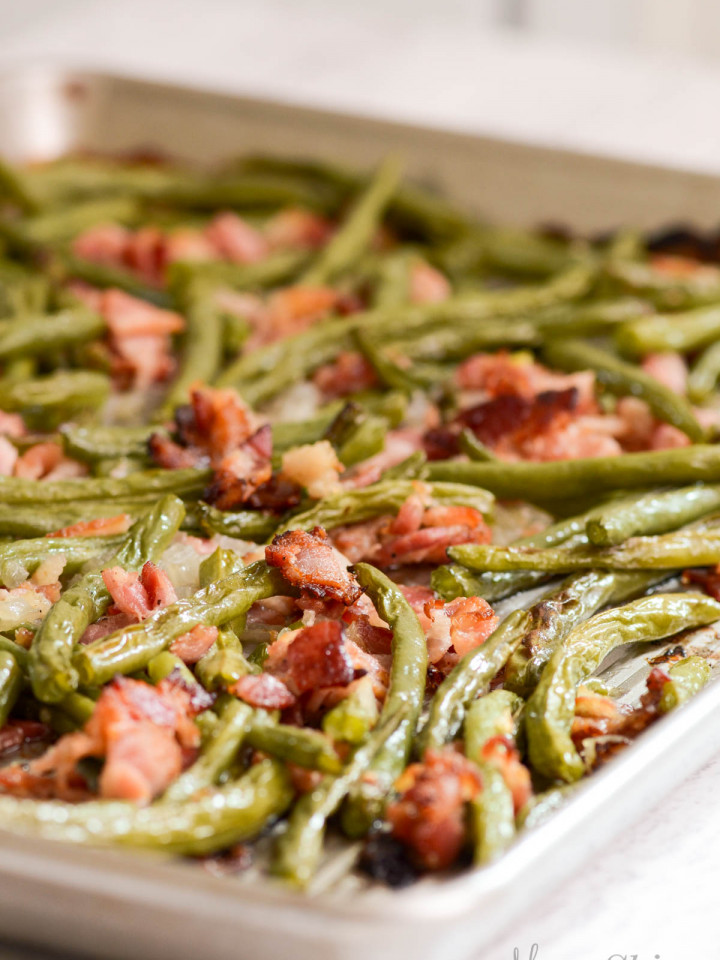 A pan of freshly roasted green beans.